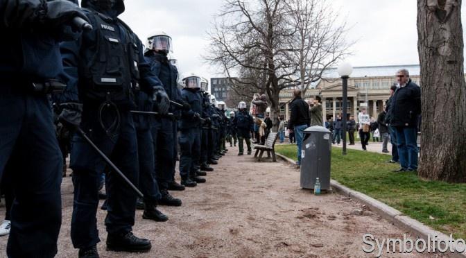 Demo für Alle – Polizei geht massiv gegen Gegendemonstranten vor